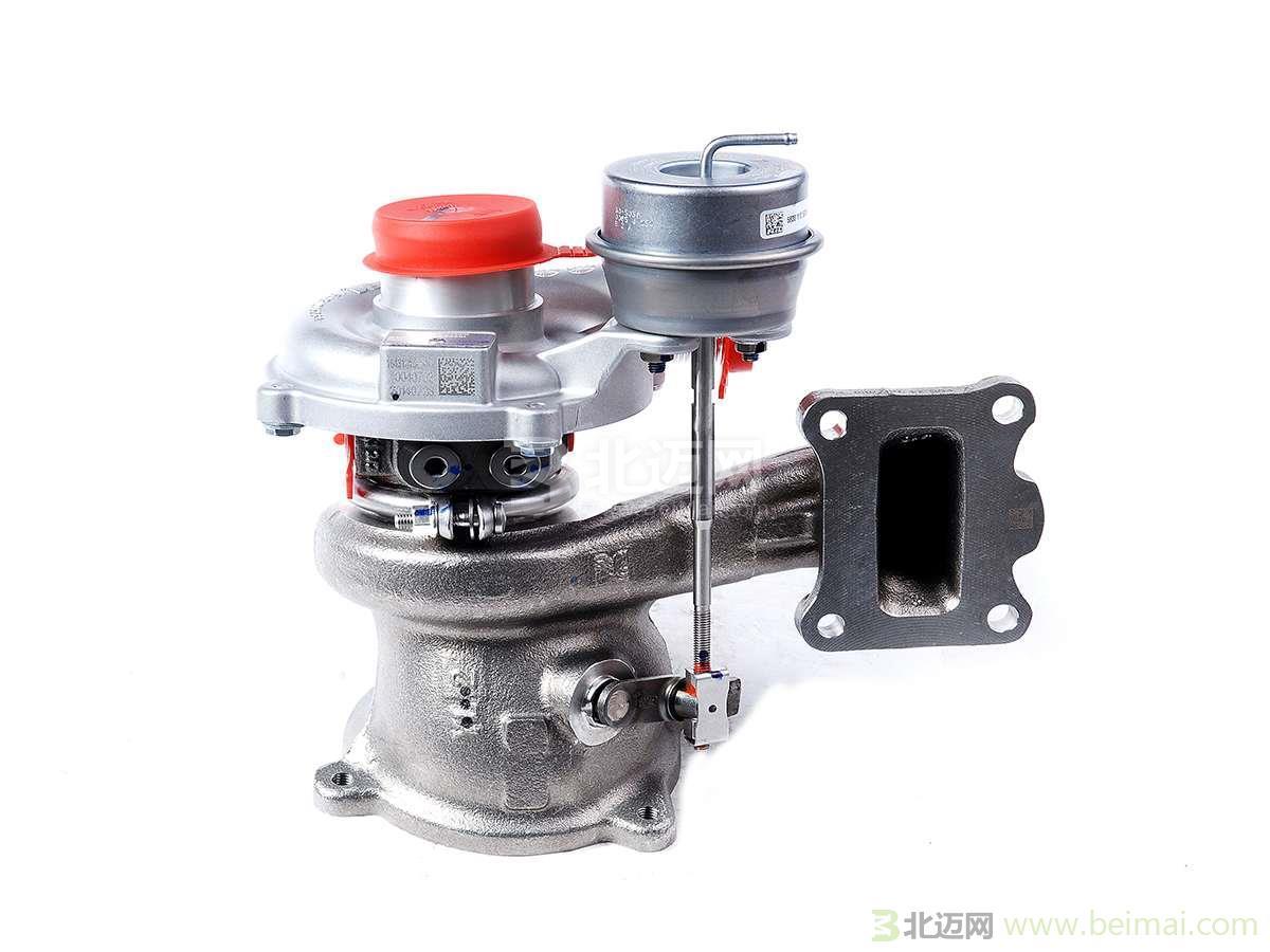 增压器是汽车发动机最不可缺少的组件之一,增压器有很多中,不同的增压器,的工作原理也是不同的。下面小编给车友们介绍几个增压器的工作原理。  工作原理 1:涡轮端 涡轮壳接到发动机排气管道上,废气驱动涡轮壳中的涡轮叶轮,涡轮叶轮带动同轴上的压叶轮。 越多的废气通过涡轮壳,涡轮叶轮就转得越快,随着涡轮转速的增加,压叶轮转速也增加,这样更多的空气通过滤器后进入压壳。 2:压气机端、 转速越快,吸进去的空气越多,空气进入压壳后通过压叶轮,扩压区使空气压力增大并压入发动机,这过程导致空气温度上升,有时超过200度。