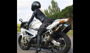 大排量的摩托车那么重后轮怎么不弄成两个,那样就不容易倒了?