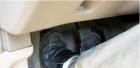 手动挡汽车减档时用不用踩离合器?