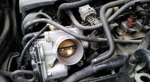 比亚迪L3自动挡速度降下来以后再慢给油车抖动,就是感觉前后抖,就好像是给一下油又松开的那种!而且发